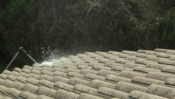 how to use roof cleaner